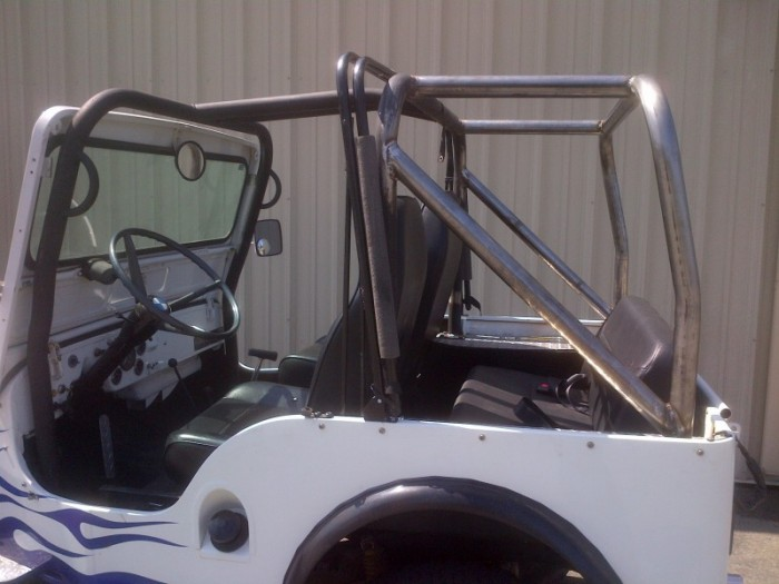 Willy's jeep rear roll cage side